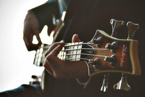 cuanto cuesta una guitarra