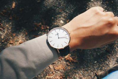 en que mano se pone el reloj. Imagen con propósitos ilustrativos